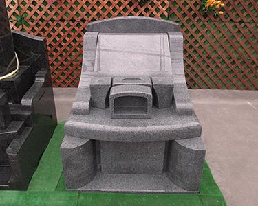 薄グレー御影石 セレナブルー 洋風墓石 丘カロート式